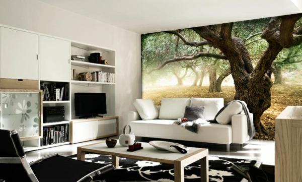 wandtapete wald weißes sofa