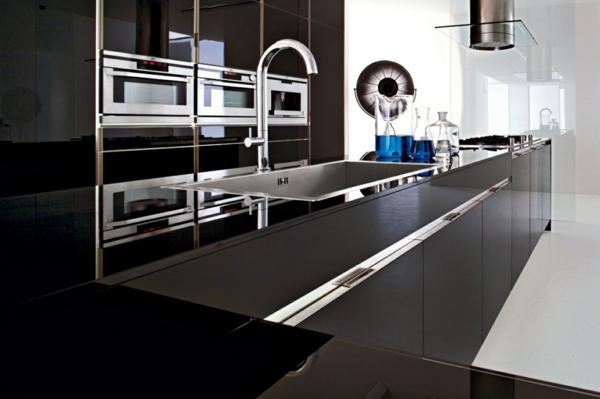 futurismus kunst chrom armatur kücheninsel