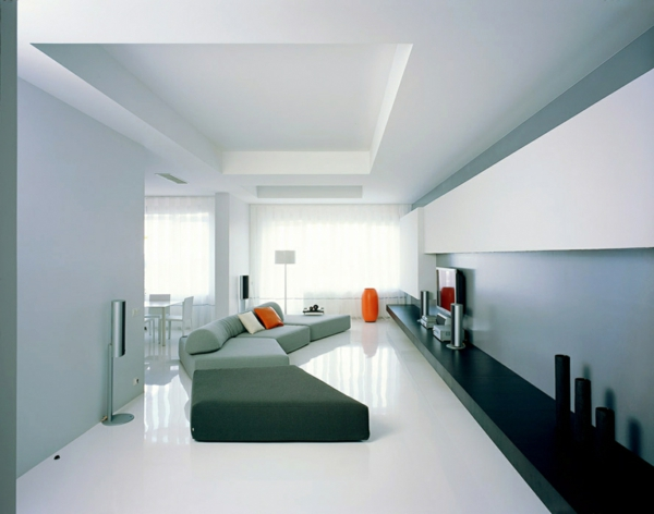 futurismus kunst wohnzimmer graues sofa orange vase