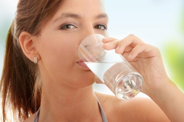 gesünder abnehmen wasser trinken