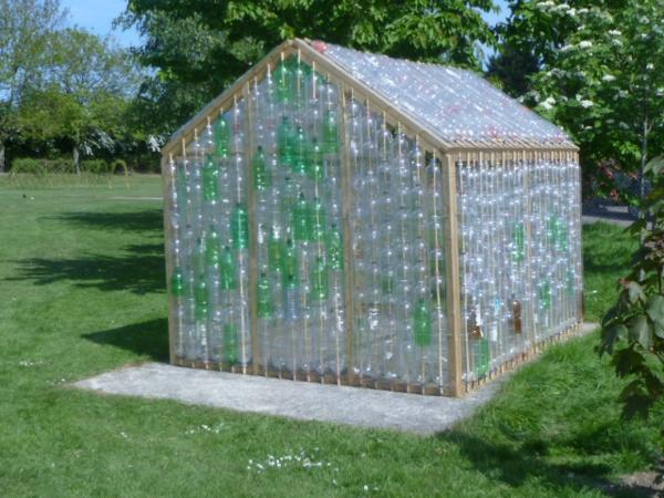 grün transparent plastiskflaschen treibhaus idee