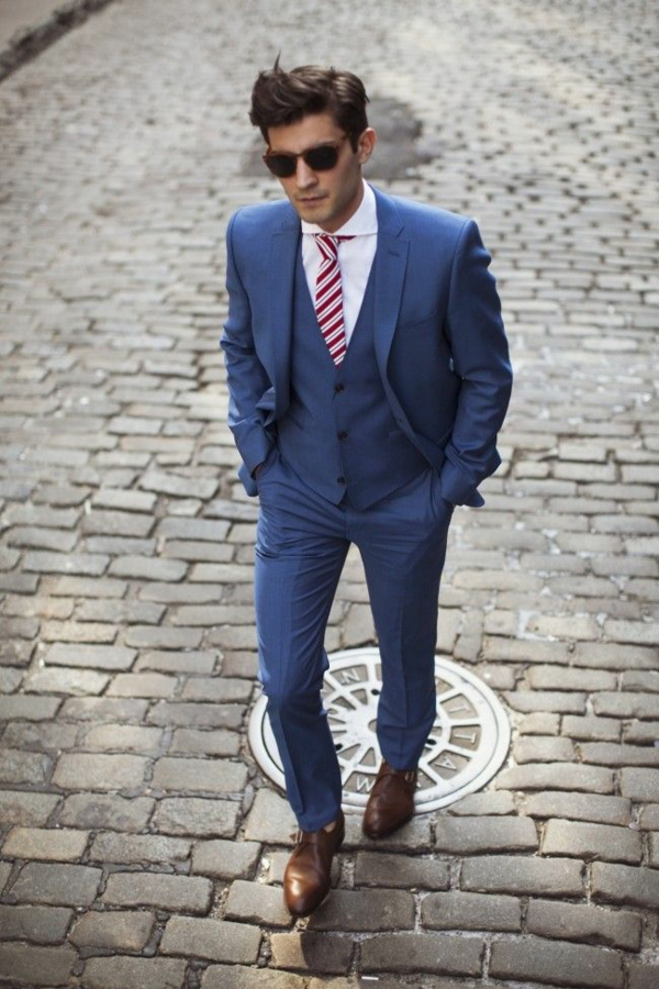 hochzeitsanzug herren blau krawatte streifenmuster schräg anzüge bräutigam
