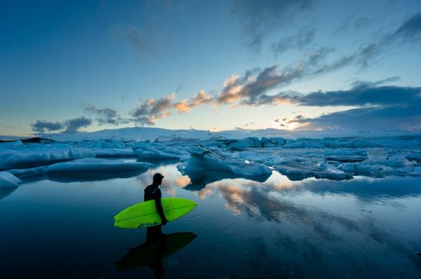 inszenierte fotografie kaltes wasser surfer fotografieren