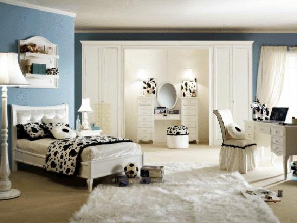 jugendzimmer mädchen weißer teppich stehlampe hocker