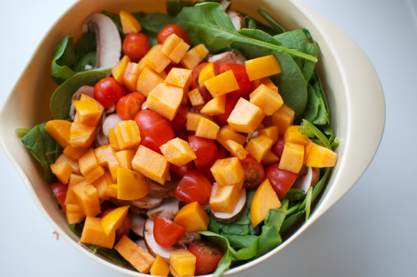 kalorienarmes essen persimone salat tomaten pilze