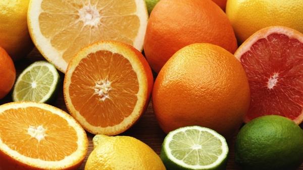 kalorienarm essen zitrusfrüchte bunt