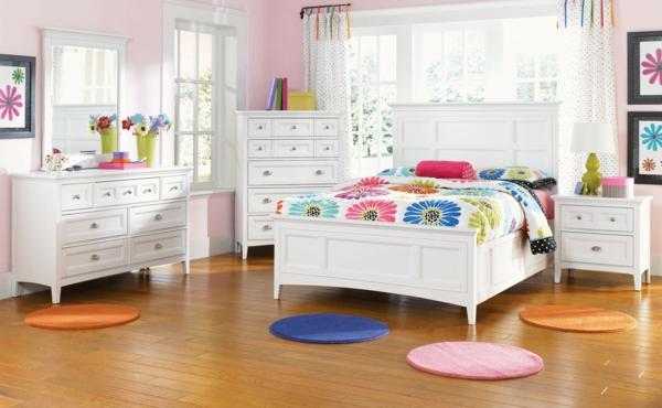 AuBergewohnlich Kinderzimmer Mädchen Kinderbett Weiß Farbige Runde Teppiche. Kinderbett Für  Mädchen U2013 Schön, Funktional Oder Modern Soll Es Sein?