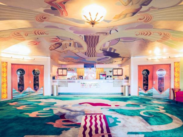 weltweit filmtheater bunt farben