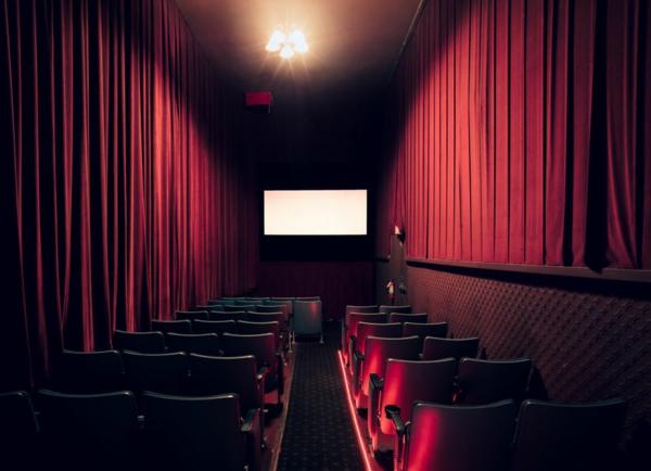 filmtheater weltweit filmtheater rot vorhang eng raum