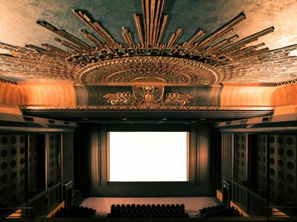 kinos weltweit modern kunst  deckengestaltung