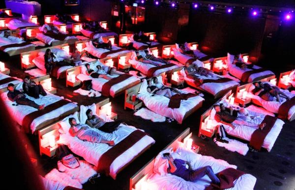 kinos weltweit modern kunst schlafen bett