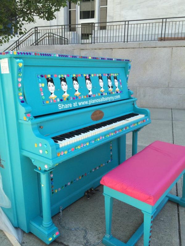 50 gebrauchte klaviere kunstvolle fl gel ffentlich spielen lernen. Black Bedroom Furniture Sets. Home Design Ideas