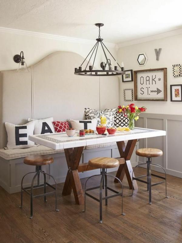 kleine küche einrichten rustikal gestalten kissen