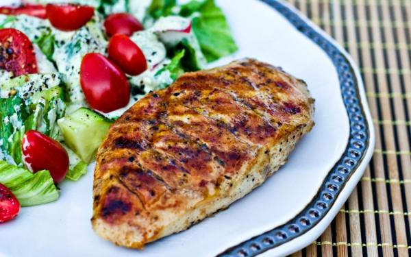 leichte gerichte hähnchen gegrillt salat