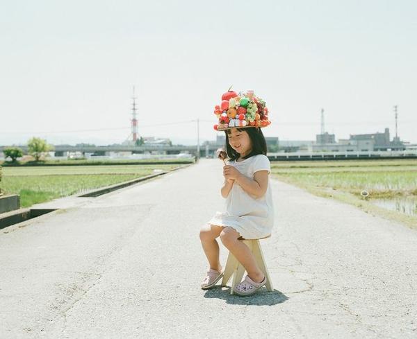 lustige kinderbilder kinderfotos Nagano Toyokazu tochter obst hut