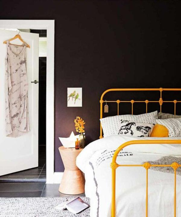 moderne hausfrau gemütliches zuhause schlafzimmer bett