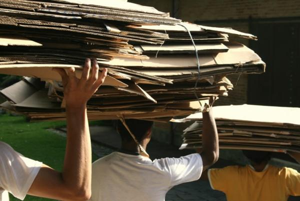 nachhaltiges design papier wiederverwerten domingos totora