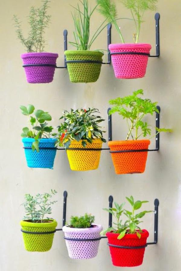 pflegeleichte Balkonpflanzen gestrickt bezüge bunt