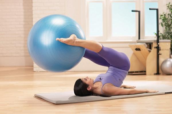 pilates Kalorien verbrauch gymnastikball übungen fortgeschrittene