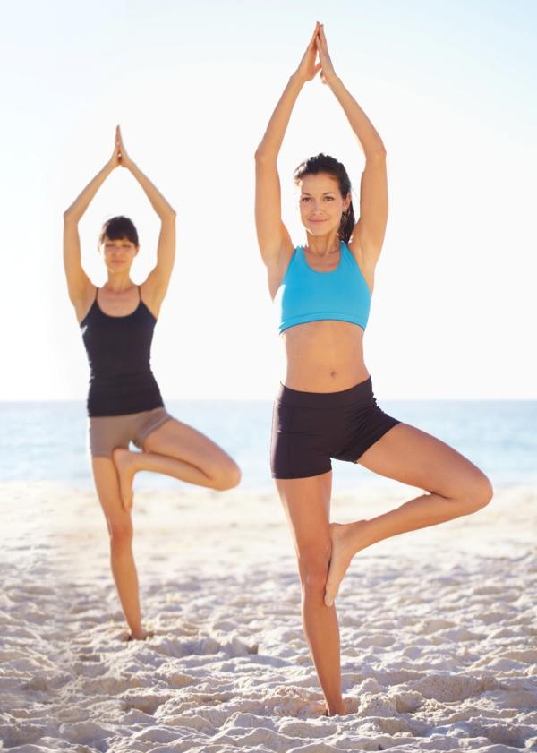 stress abbauen yoga asanas strand