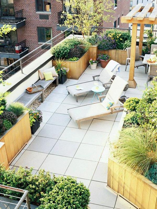 terrassenbelag fliesn beton außenmöbel holz