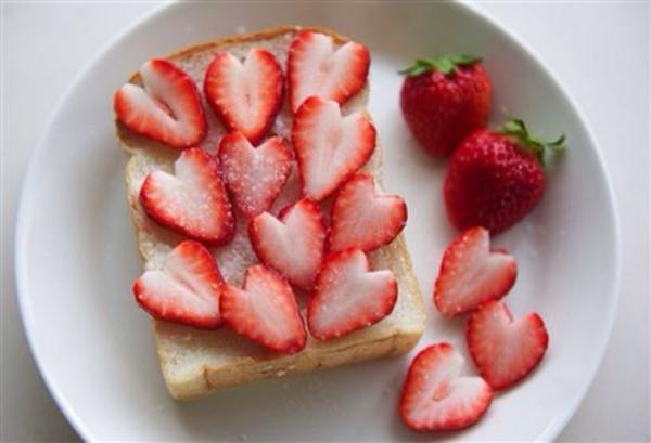 valentinstag geschenke für männer zum selbermachen frühstück erdbeere