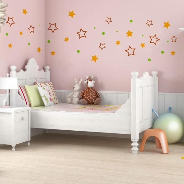 wandsticker kinderzimmer hellrosa wände weiße möbel