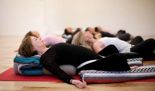 yoga entspannung savasana variation