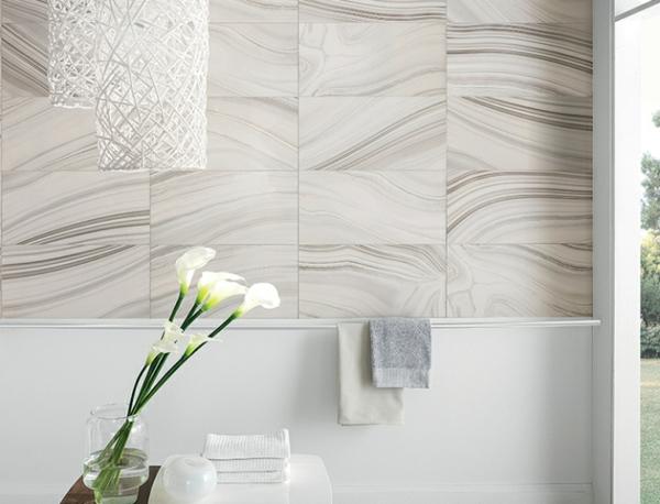elegante badezimmer fliesen blumen hängelampen