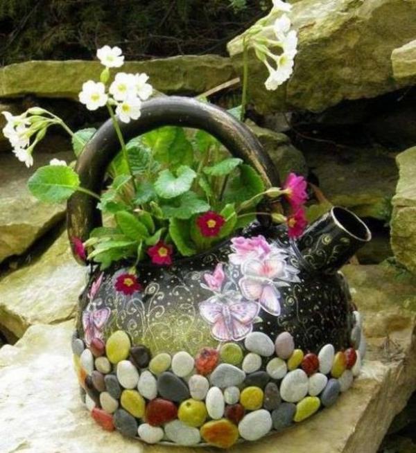 draußen basteln pflanzkübel klein teekanne Blumentöpfe