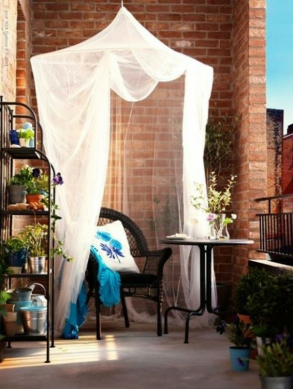basteln kleiner balkon Frühlingsdeko gardinen