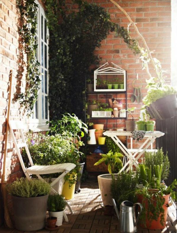 Frühlingsdeko kleiner balkon gestalten grün