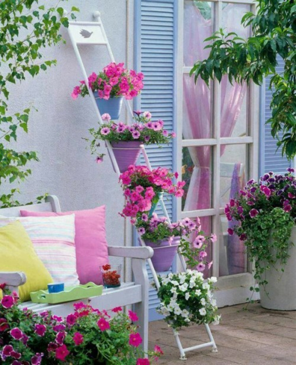 pin atmosph re auf dem balkon h ngender garten mit vielen rosen on pinterest. Black Bedroom Furniture Sets. Home Design Ideas