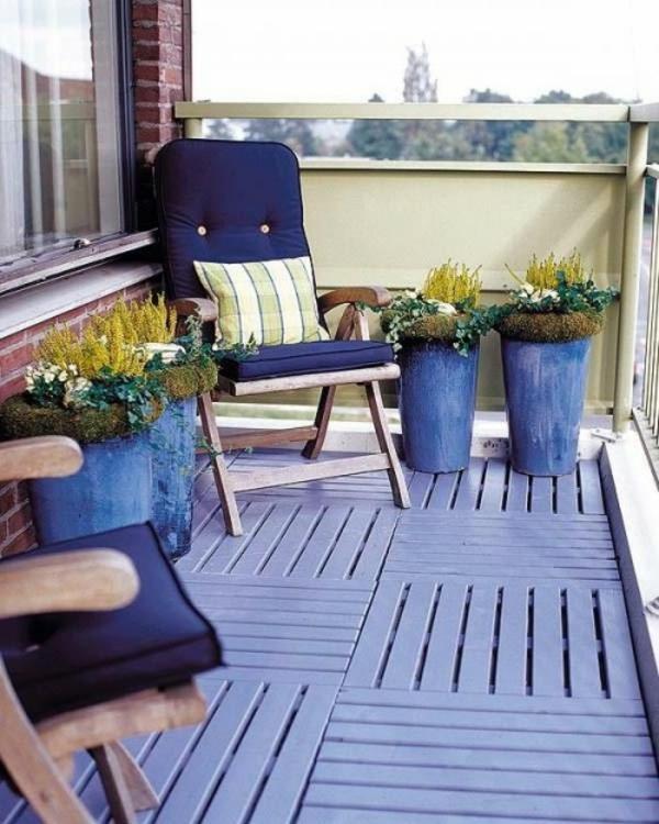 Frühlingsdeko kleiner balkon basteln lila blau farben