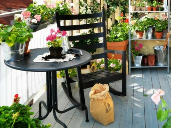 Frühlingsdeko kleiner balkon gestalten rund tisch basteln