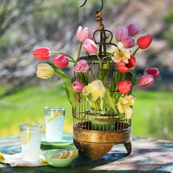 Frühlingsdeko basteln schöne Gartenideen zum Selbermachen tulpen