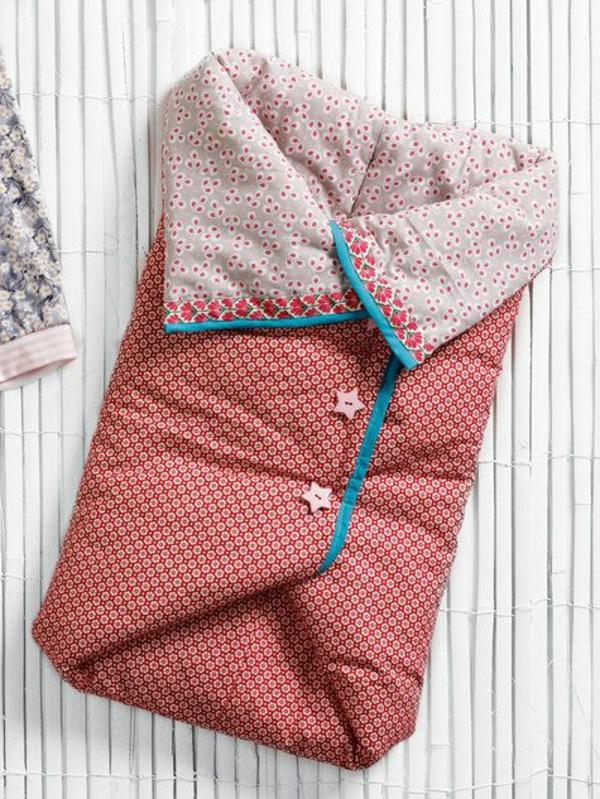 schlafzimmer  Kinderschlafsаck gemustert kinderzimmer outdoor knöpfe