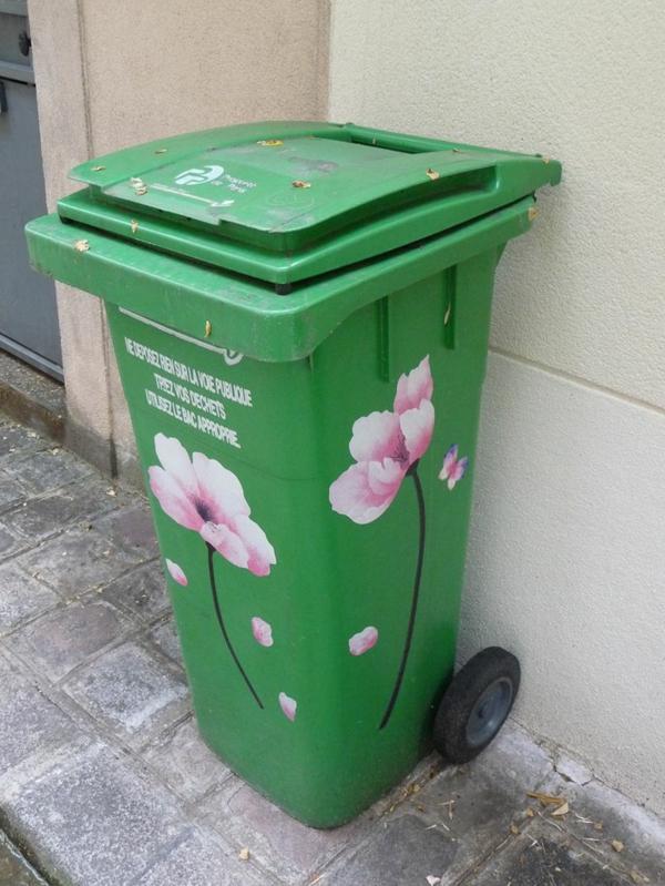 Mülltonne im garten dekorieren blumen aufkleber