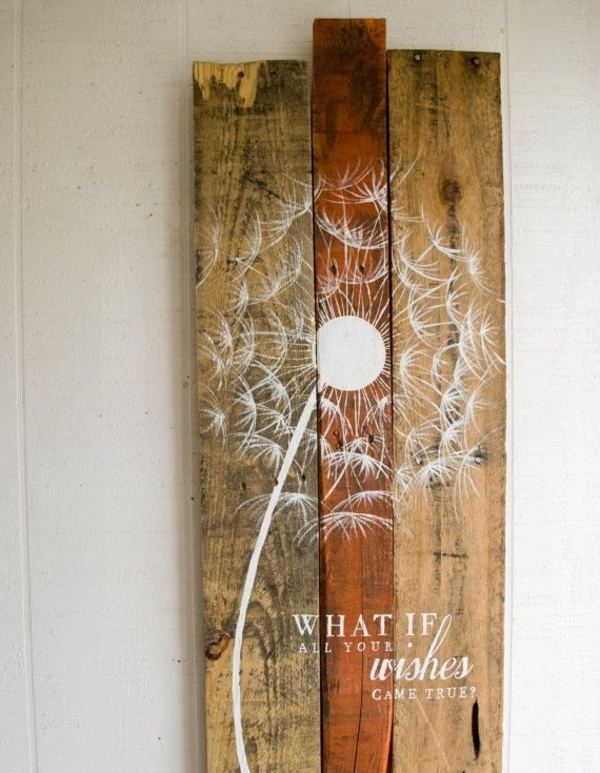 Wanddeko aus Holz diy wanddeko holzpaletten streichen kunstvolle lösung