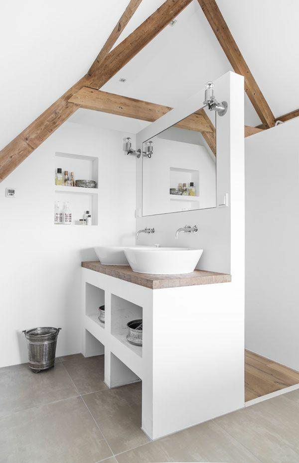 Wanddeko aus Holz rustikales badezimmer holzbalken