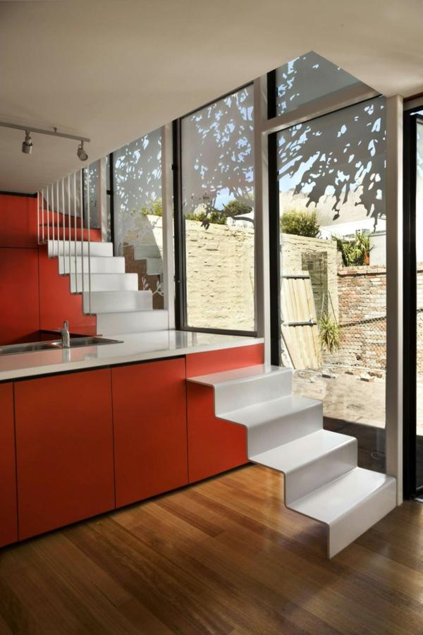 arbeitsplatten für küchen orange kücheninsel weiße treppe