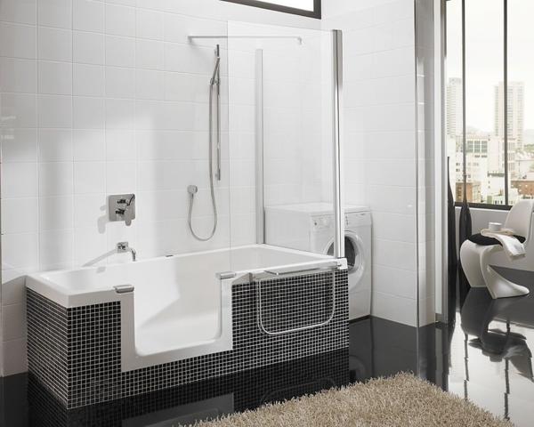 badewanne mit dusche mosaikfliesen gläserne duschwand schwarzer boden