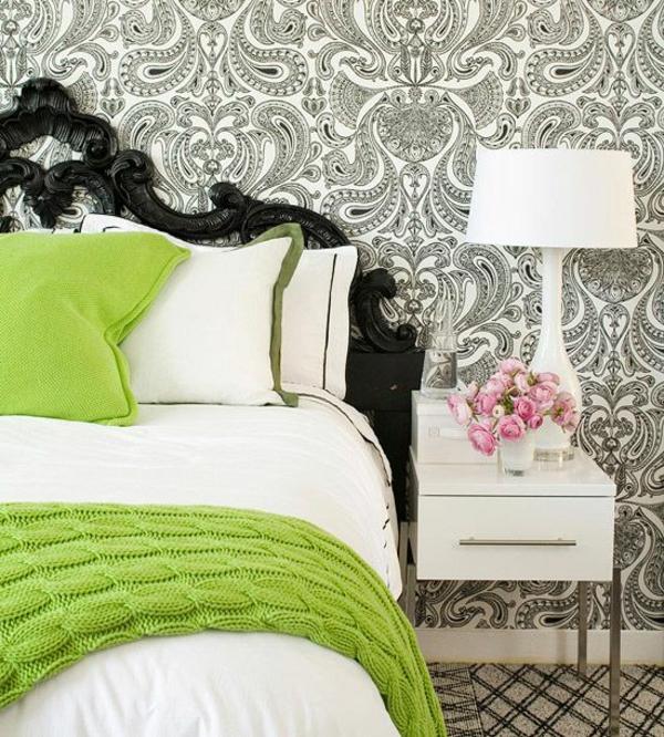 barock tapete schlafzimmer vornehmes bettkopfteil nachttisch