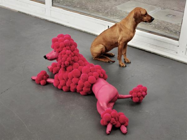 designer möbel bunte bommel MYK Poodlepink