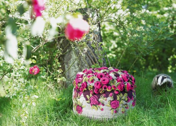 designer möbel sitzkissen bunte bommel MYK Pouf roses