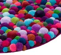 Designer Teppiche aus Bommeln von der Berliner Designerin Myra Klose