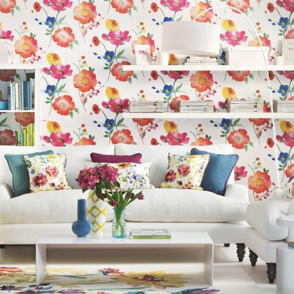 florale tapeten wohnzimmer weißes sofa blumen