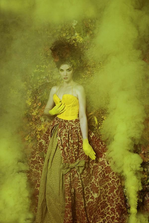 fotokunst gelbe nuancen nebel frau