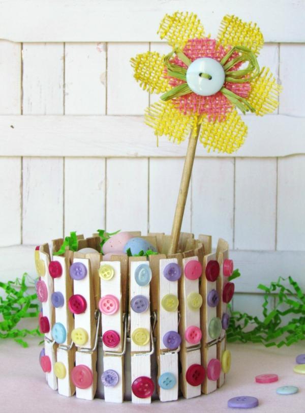 frühlingsdeko ideen wäscheklammer stoffblume knöpfe