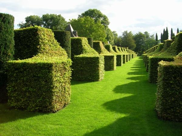 gartenskulpturen geometrische formen englischer garten